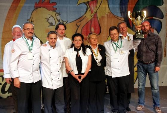 echipa de bucatari a restaurantului casa bunicii din timisoara