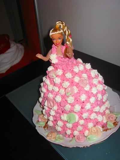 Tort Barbie de ciocolată și frișcă roz