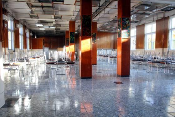 Sala de mese a cantinei liceului Gheorghe Atanasiu