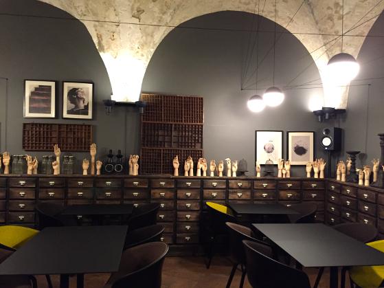 Interior Cabinet de Vin & Cocotte