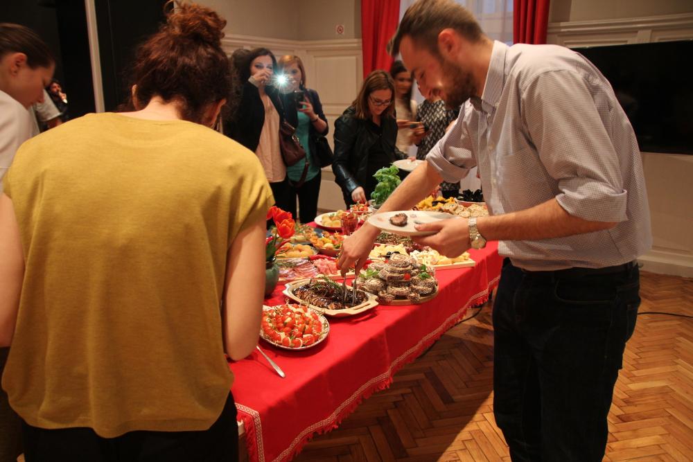 Oaspeti Bufet FoodCrew