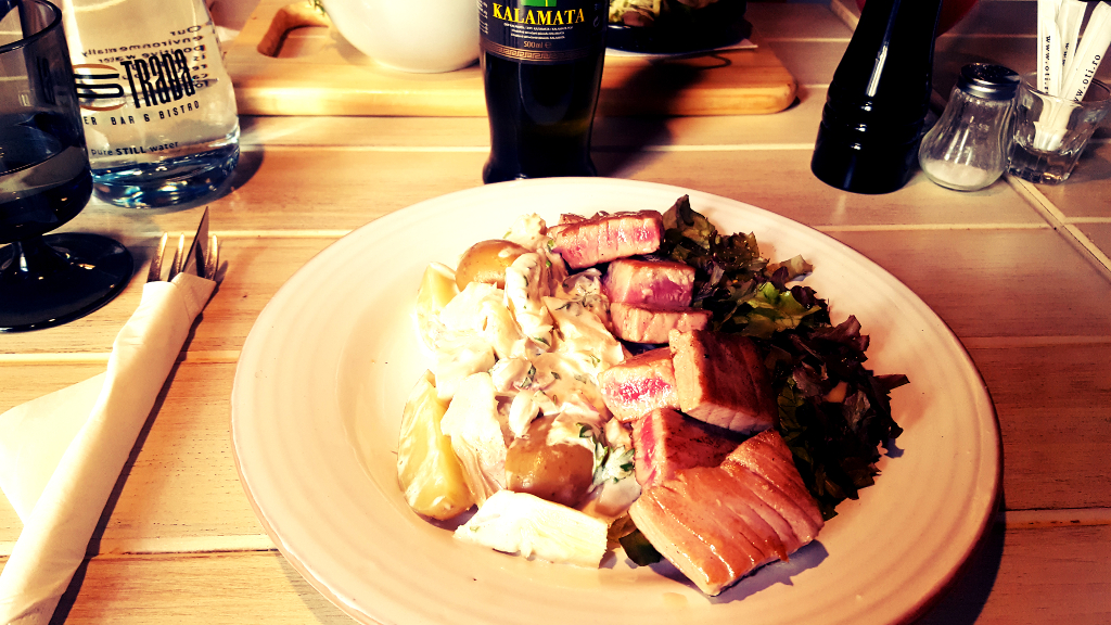 Salata_cuburi steak ton