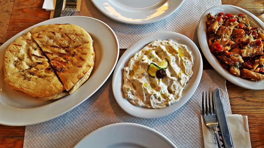 Tzaziki aperitiv grecesc