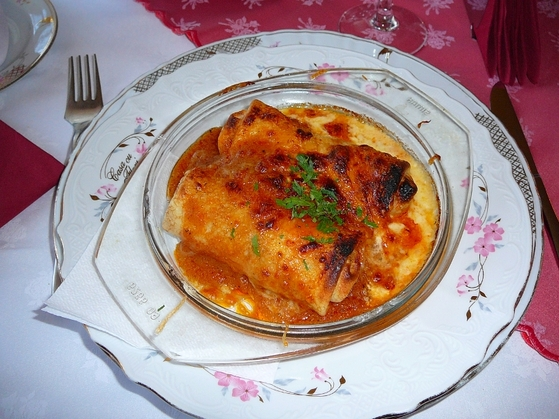 Clatite la cuptor cu carne si sos brun la Casa cu Flori