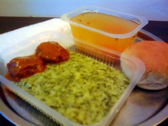 Ciorbă de cartofi, spanac şi chiftele marinate