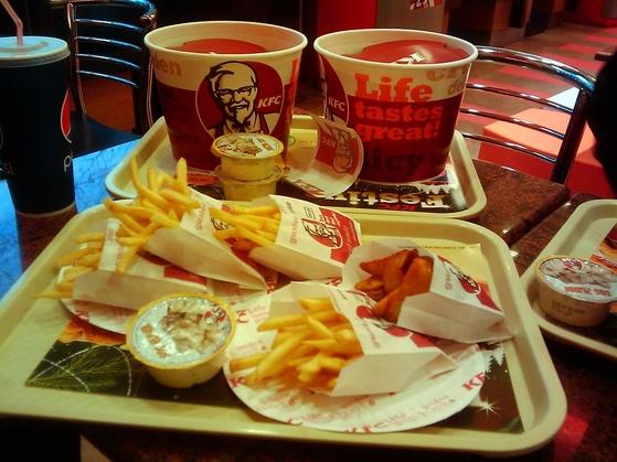 Meniu mini bucket la KFC în Timişoara