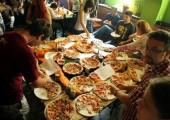 degustarea primelor 5 sortimente de pizza - hawaii, vegetariana, prosciutto e funghi, pollo si diavola