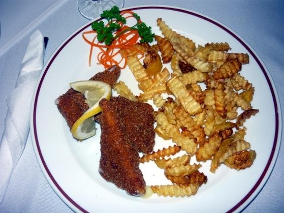 Cascaval pane cu cartofi prajiti la restaurant Memento din Oradea