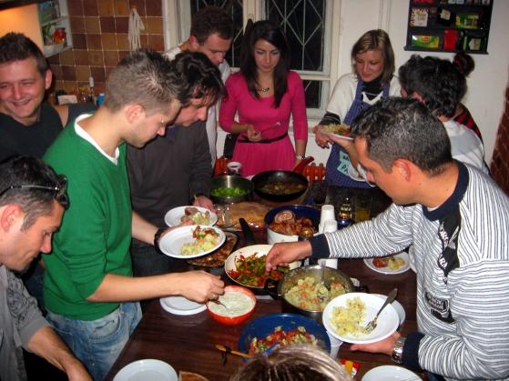 Punctul culminant - cina mult așteptată la Seara de Găteală