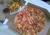 Pizza mexicana si cartofi wedges la Dominos Pizza