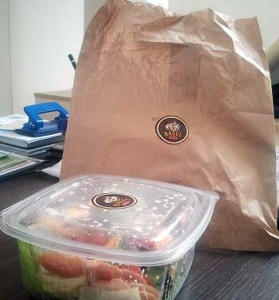 Salata de pui la pachet de la Bagel Brunch