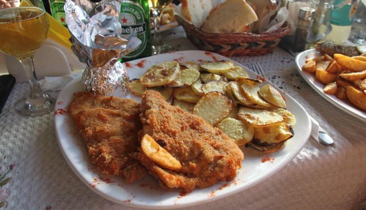 Salau pane si roti de cartofi - Restaurant Don Pepe, Maieru, Bistrita-Nasaud