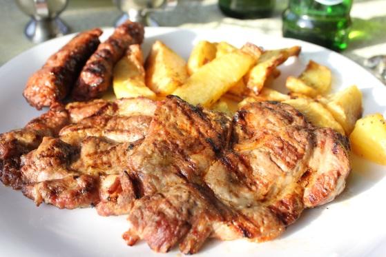 Ceafa de porc si cartofi cu rozmarin