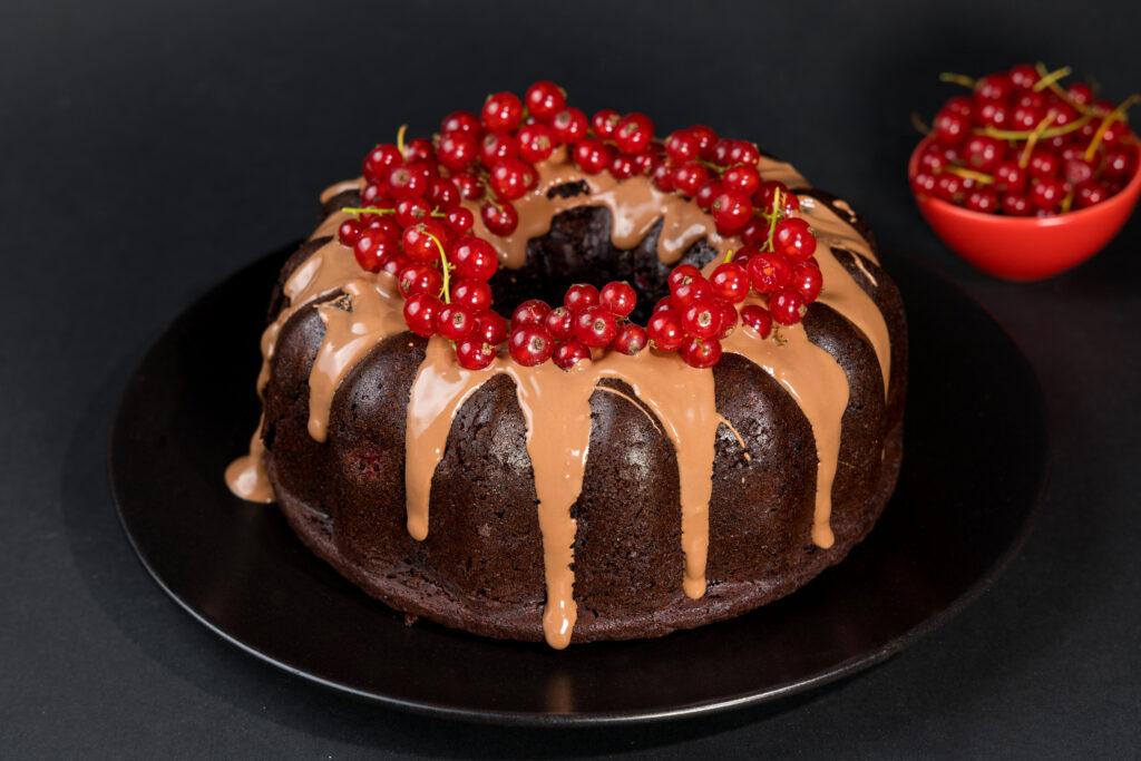 Chec cu ciocolată și coacăze roșii