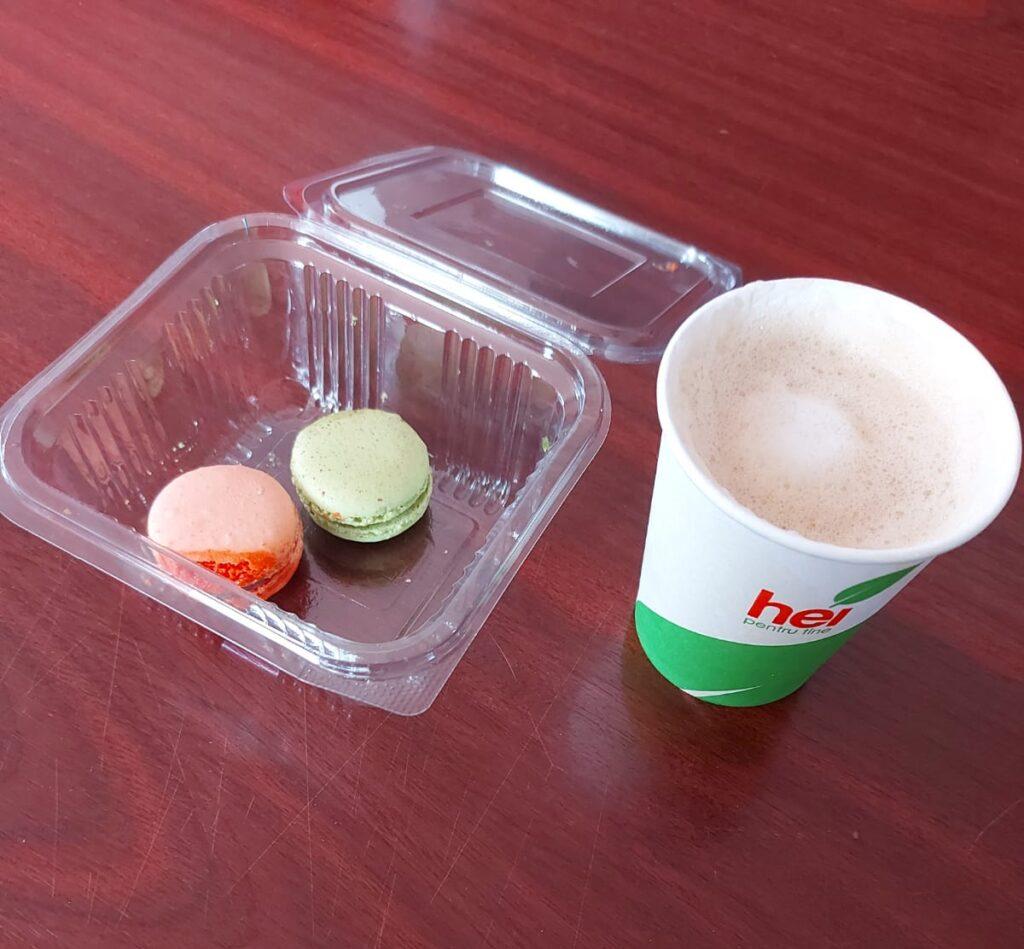 cafea și macarons